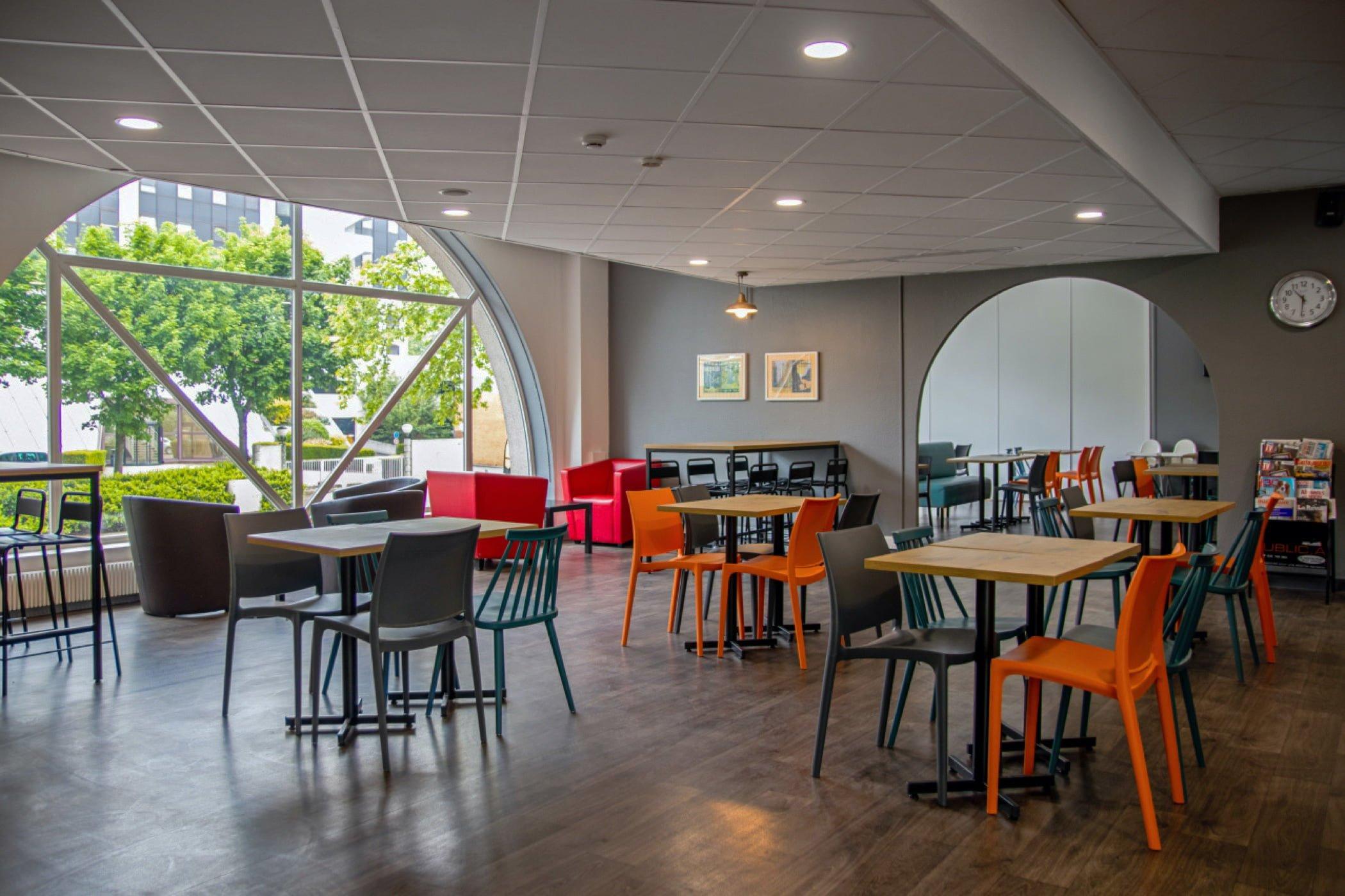 Salle de petit déjeuner HotelF1 Cergy-Pontoise